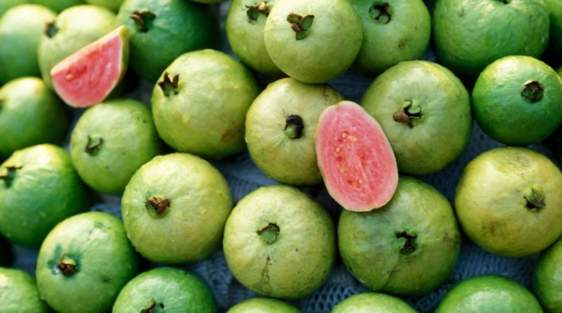 Should You Eat Guava During Pregnancy?